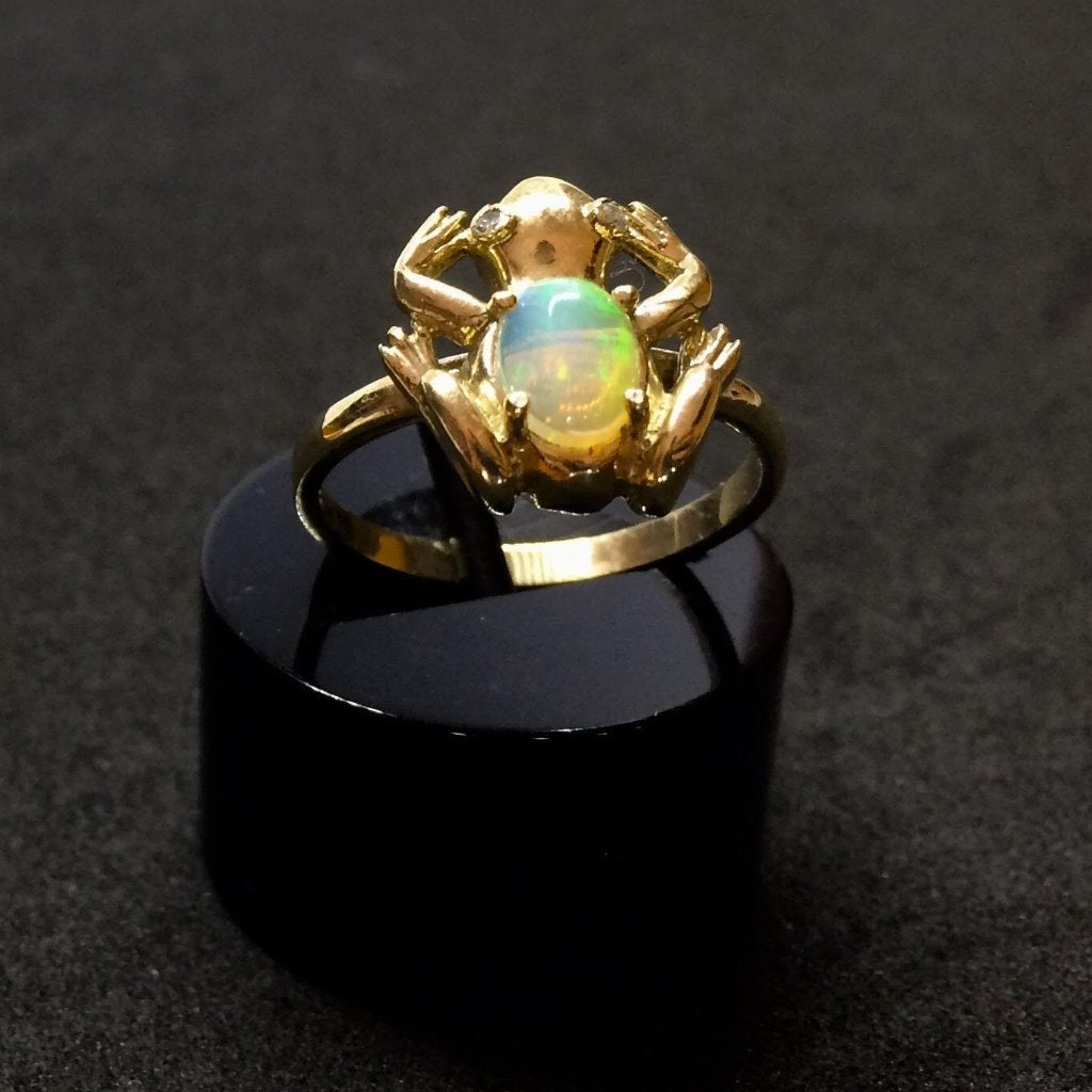 9CT YELLOW GOLD FROG OPAL RING