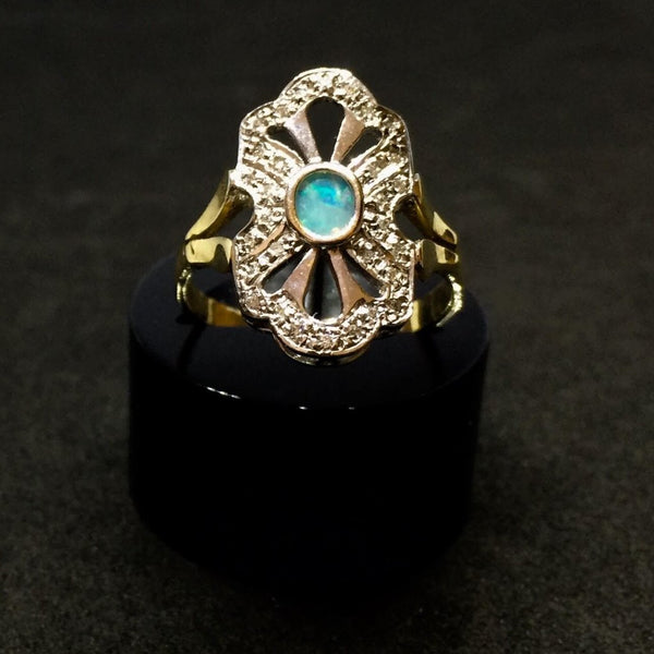 VINTAGE DIAMOND AND OPAL RING