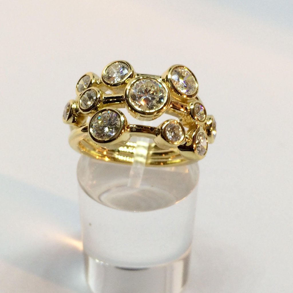 18CT YELLOW GOLD 2.00CT SCATTERED DIAMOND RING