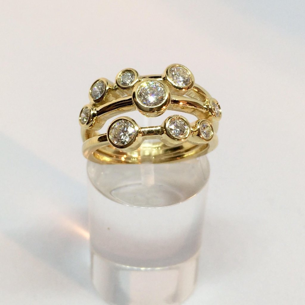 18CT YELLOW GOLD 1.00CT SCATTERED DIAMOND RING