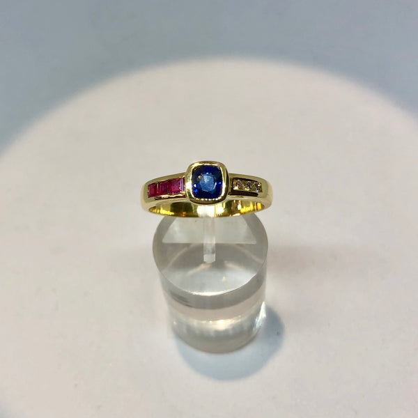 18ct Yellow Gold Vintage Tri-colour Stone Ring