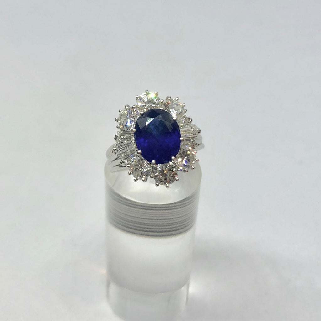 18CT ITALIAN FAN STYLE SAPPHIRE AND DIAMOND CLUSTER RING
