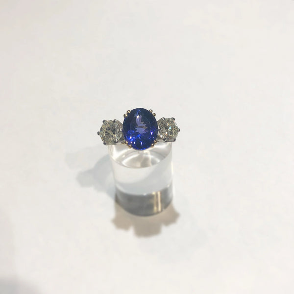 18CT YELLOW GOLD AAA TANZANITE AND DIAMOND RING