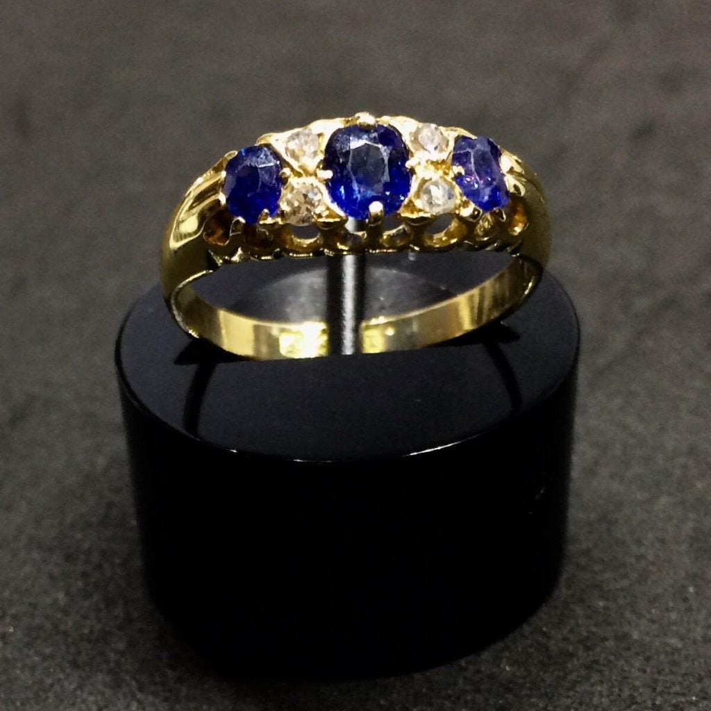 18CT YELLOW GOLD VICTORIAN SAPPHIRE DIAMOND RING
