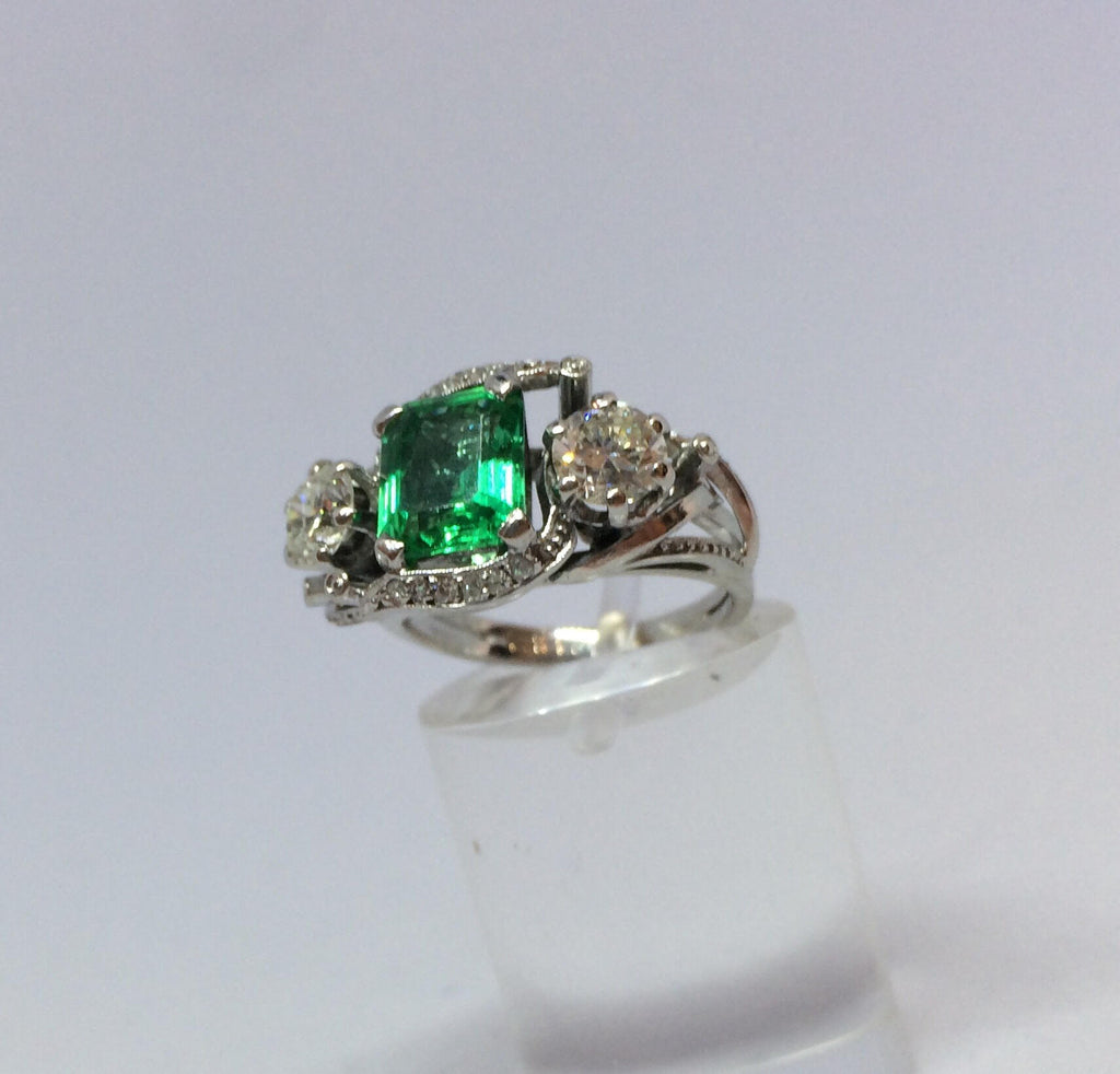 PLATINUM COLOMBIAN EMERALD AND DIAMOND VINTAGE RING