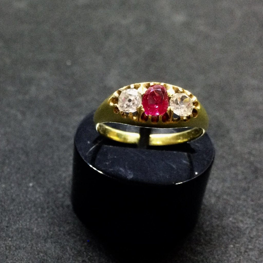 18CT YELLOW GOLD RUBY DIAMOND GYPSY RING