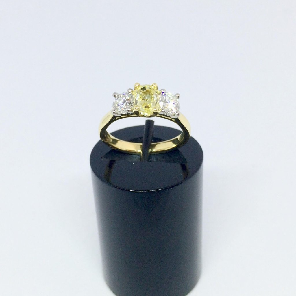 18CT YELLOW GOLD YELLOW AND WHITE DIAMOND TRILOGY RING