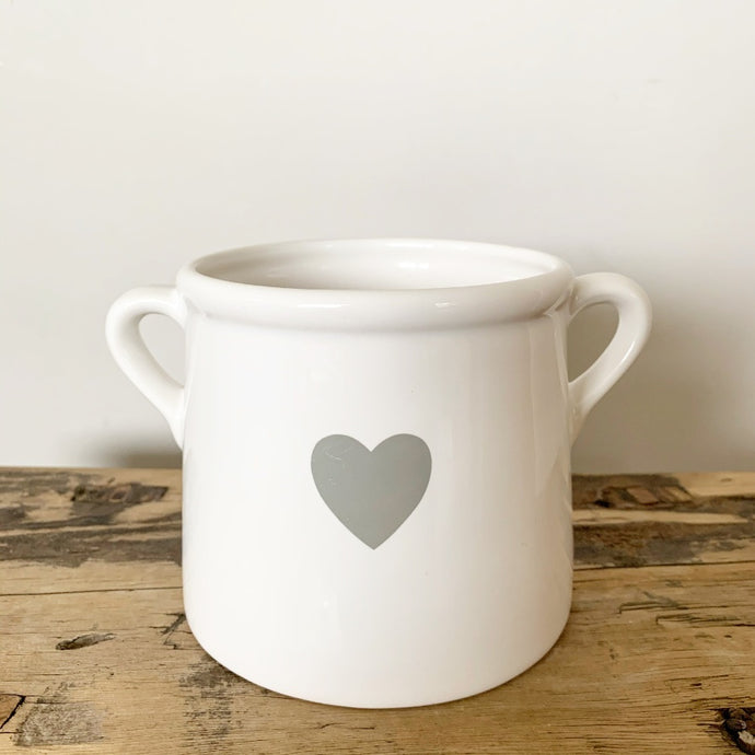 WHITE POT WITH HEART MEDIUM