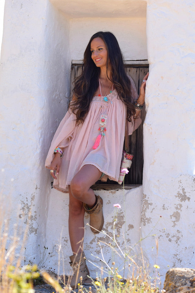 GET HER LOOK : ON IBIZA CLOUDS