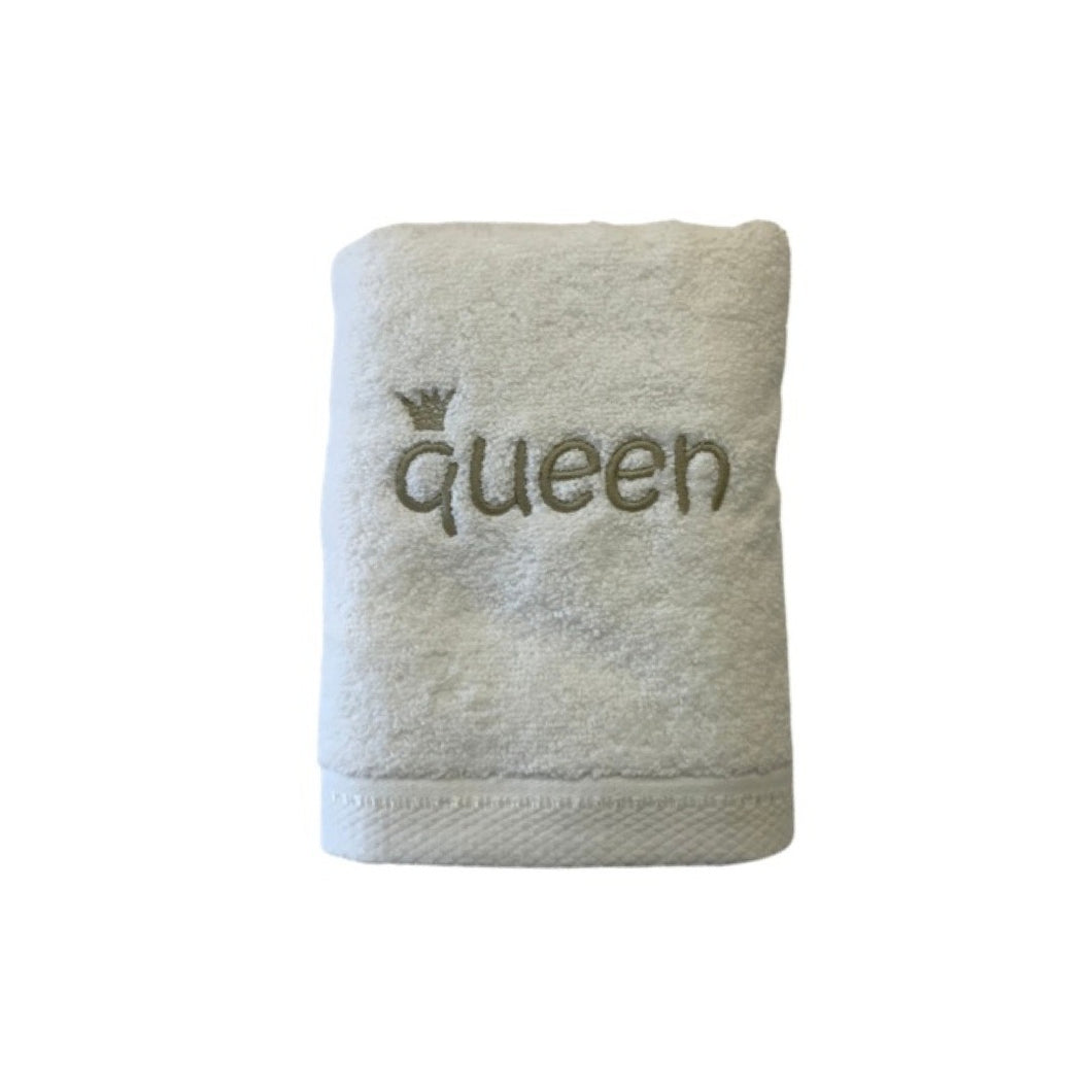 Luxurious Hand Towels!  Queen!