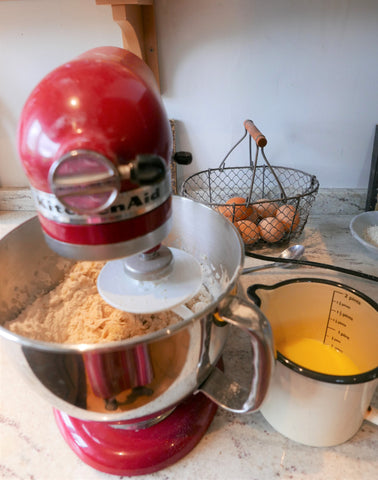 Kitchen aid mixing Skolebrod dough