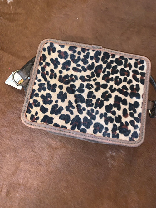 #24 Cheetah Cosmetic Bag