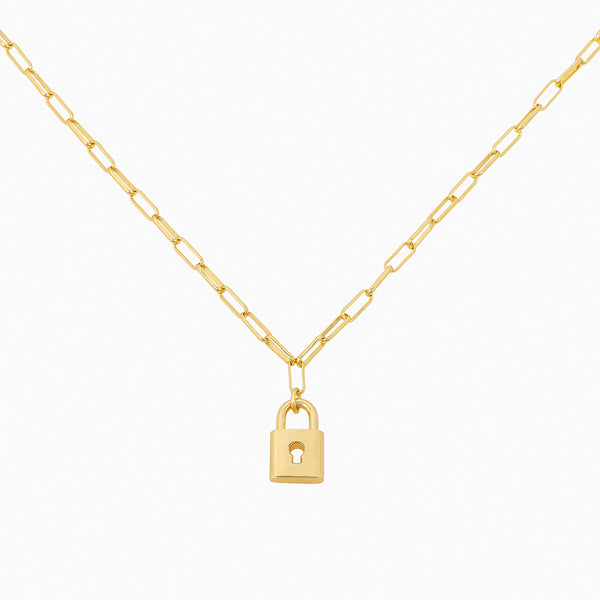 Paper link chain necklace with lock-shaped pendant in 14k gold plating