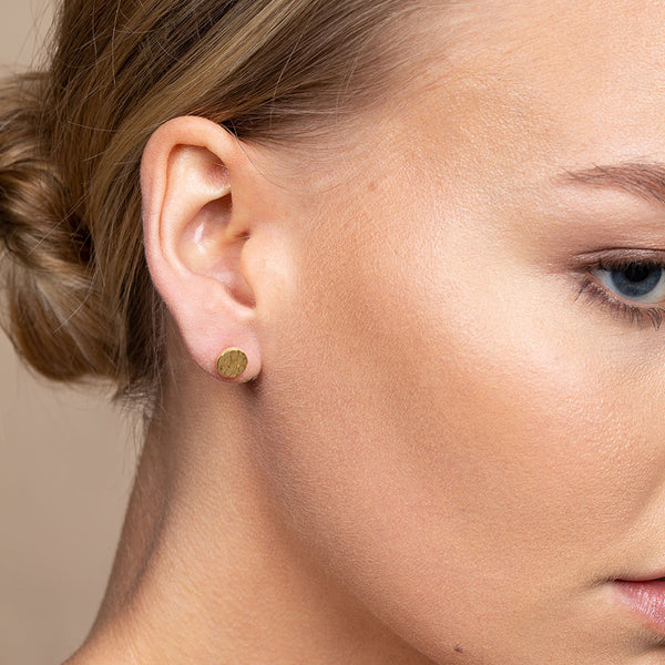 TEXTURED STUD EARRING