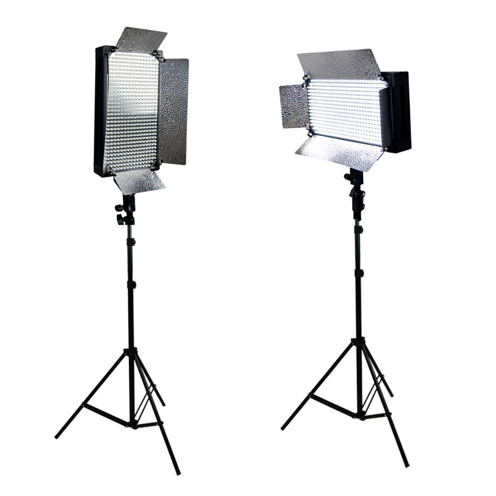 2x 500 led dimmable light panel with 4 bank barn doors and light