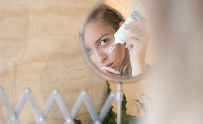 Should Your Morning & Evening Skincare Routine Be Different?