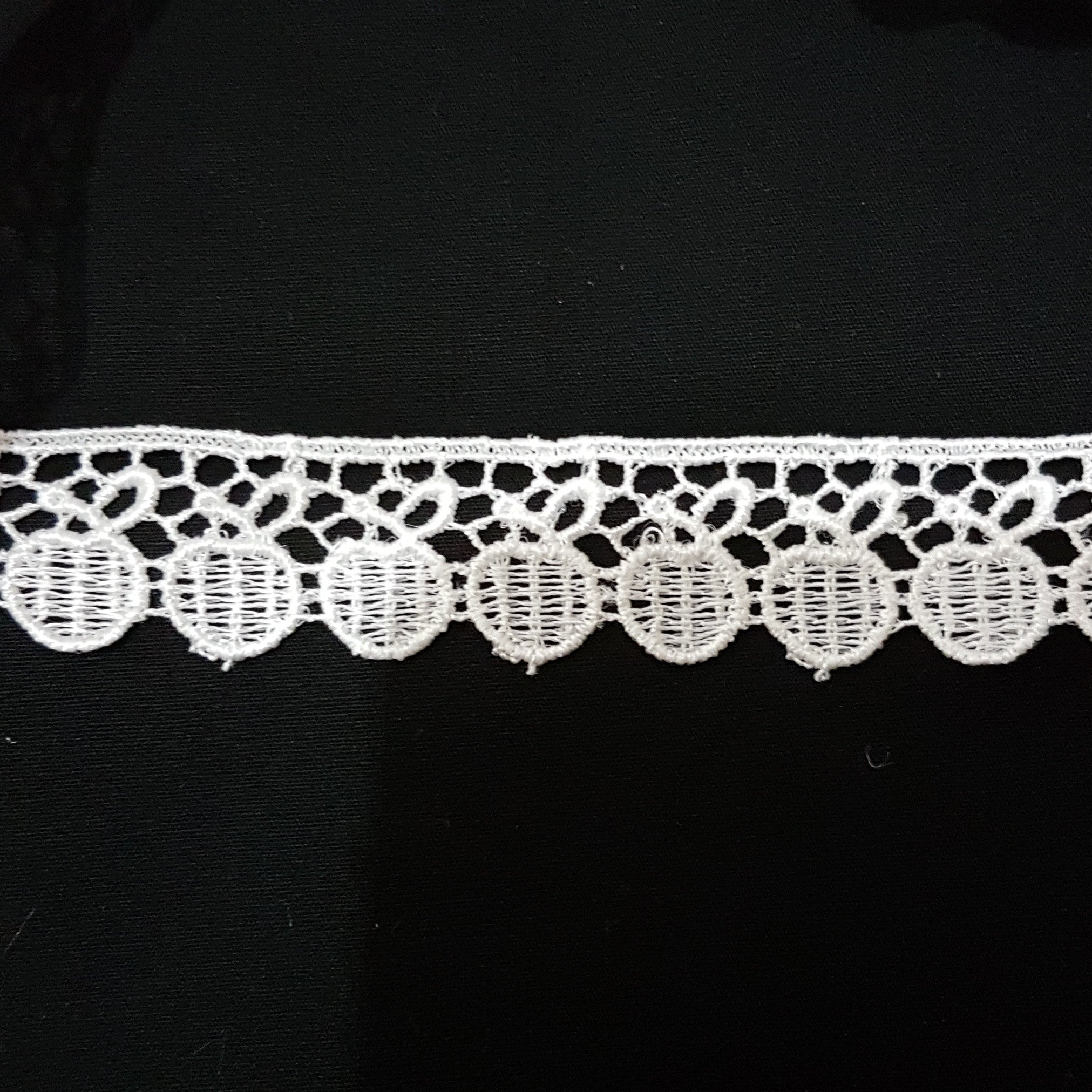 20mm Apples White Guipure Lace Trim - by the metre - Vera Fabrics
