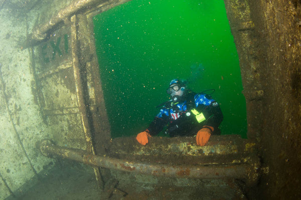 DIVING THE URIBE 121