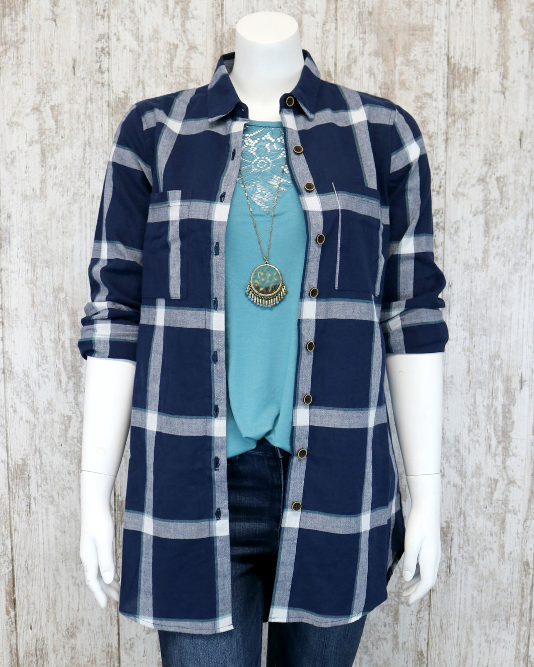Button Down Plaid Collared Shirt in Navy FL19H424