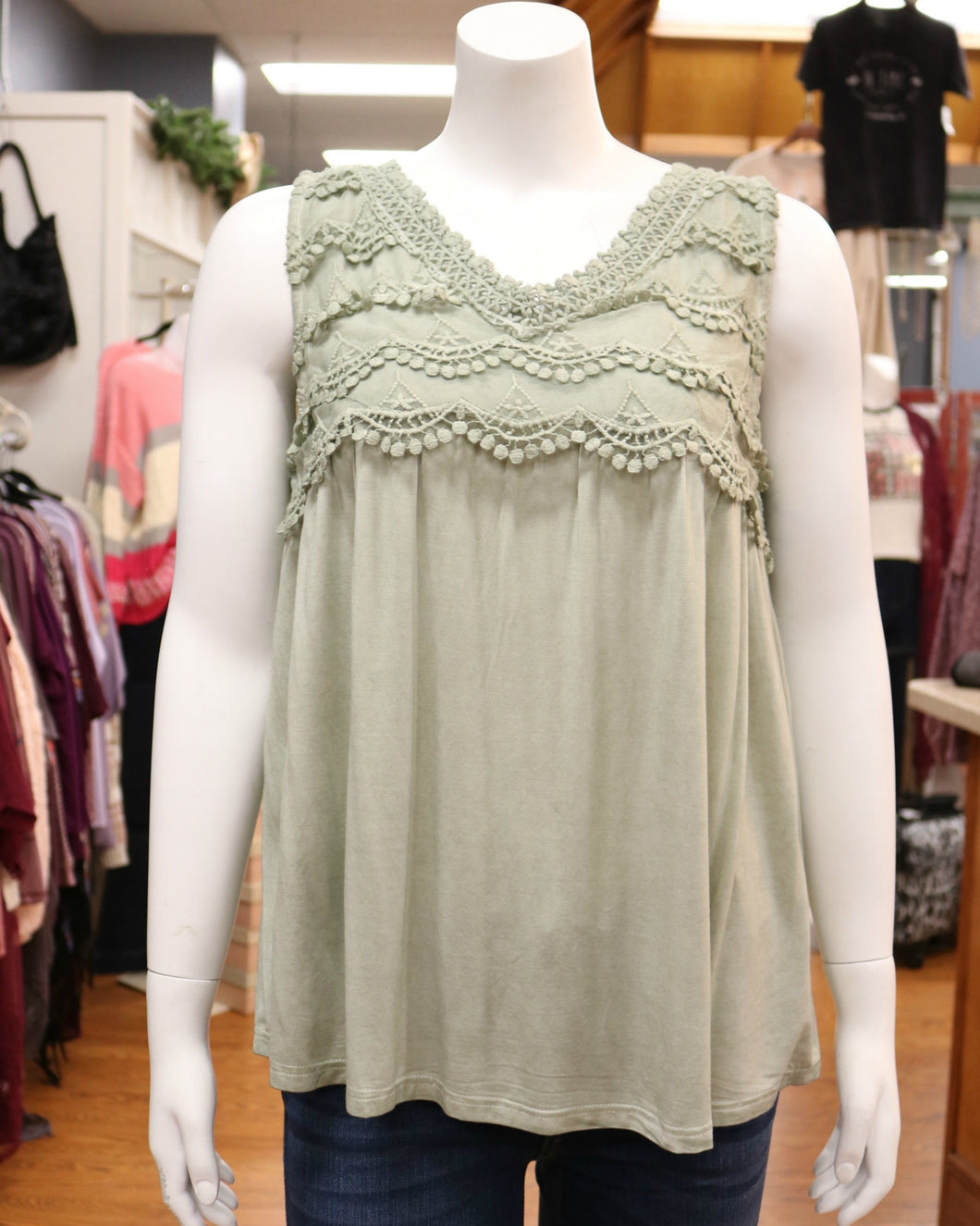 Slvless Top w Front and Back Lace Trim V Neck Detail