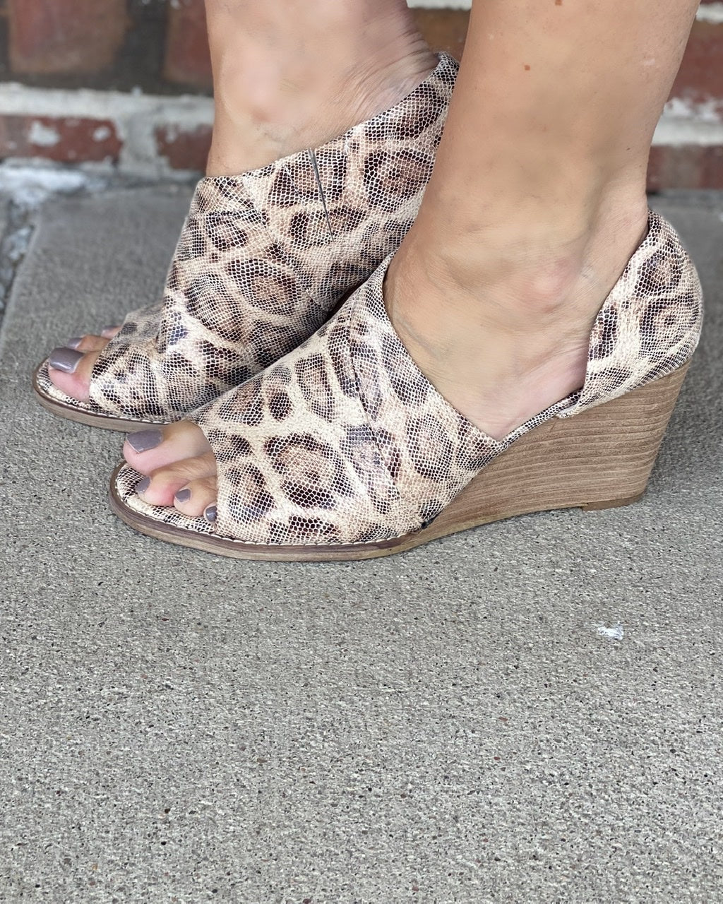 Jeanie Heeled Wedge w Peep Toe