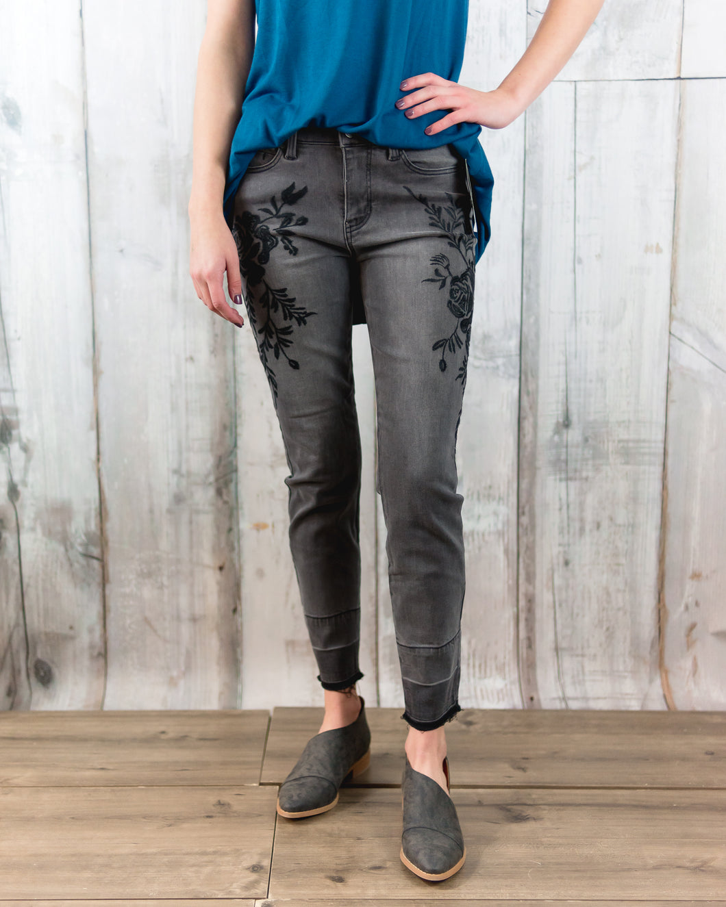 Sadie Ankle Released Hem Embroidered 27In Inseam
