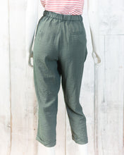 Woven Cuffed Cropped Pants