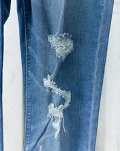 Frayed Ankle Skinny Jeans