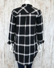 Button Down Plaid Collared Shirt in Black FL19H424