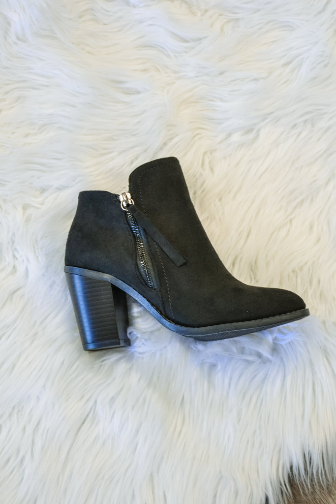 Fall bootie Black - Adorn Boutique in Mitchell
