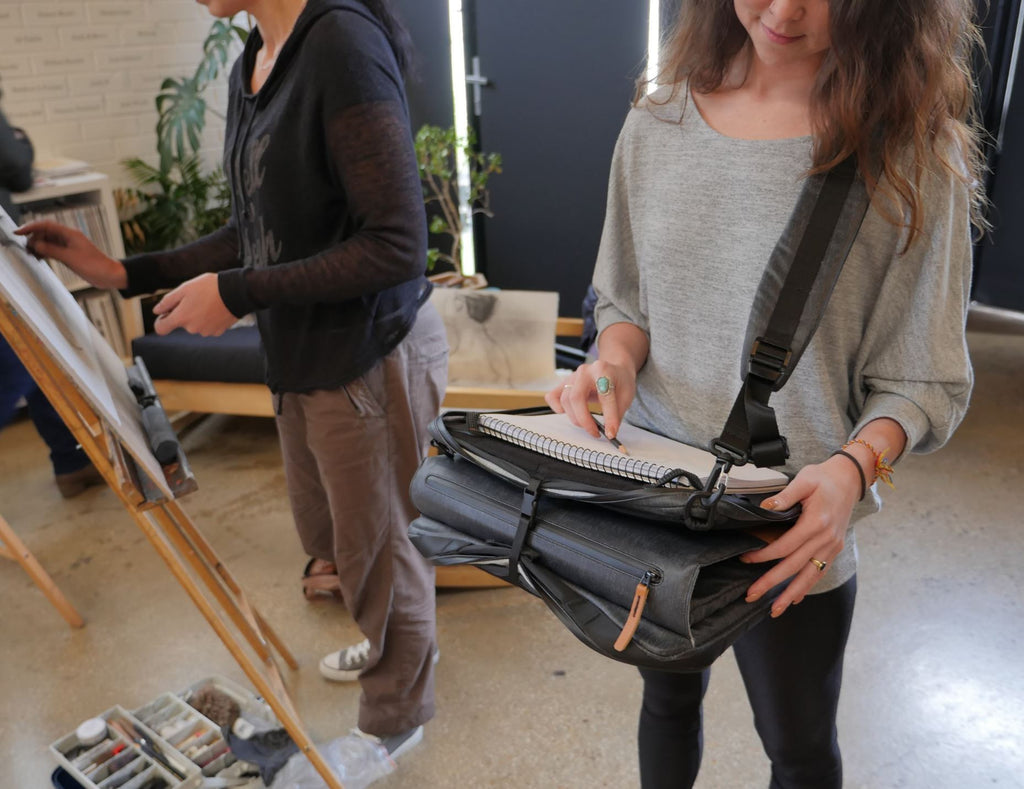 Etchr Art Satchel in Supported Mode Life Drawing Class