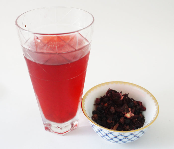 BLACK CURRANT TEA FOR YOUNGER-LOOKING SKIN
