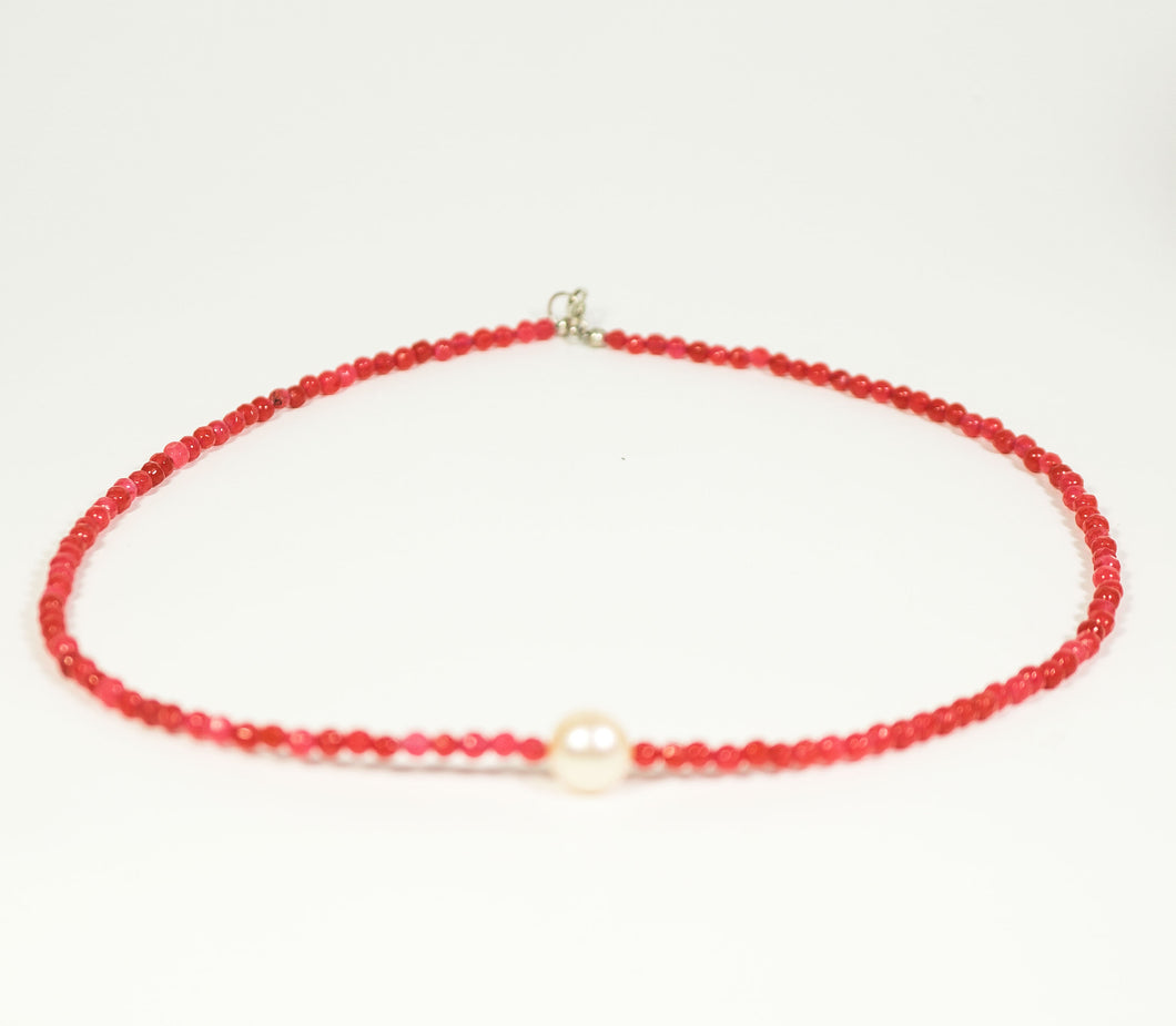 Red Jade Necklace with A Mother Pearl