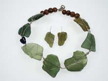 Load image into Gallery viewer, Penny Cello Green Beach Glass and Wooden Bead Necklace