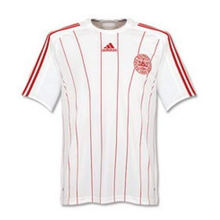 Jerseys / Soccer: Adidas National Team 2008 Denmark (A) S/s Jersey - M / Red / Adidas / 2008 Adidas Away Kit Clothing Denmark |