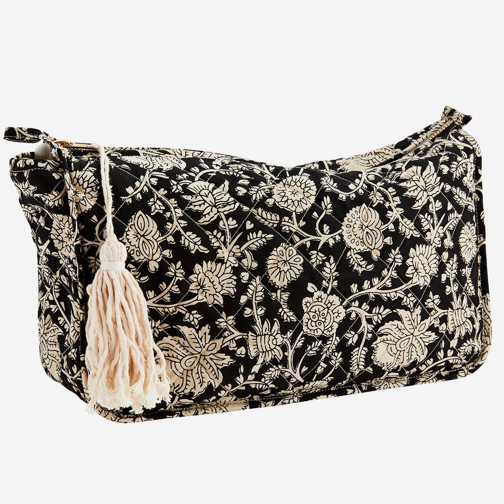 Neceser de flores negro.Printed toilet bag w/ tassel. Madam Stolts. Decoración. Decor