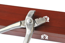 "Load image into Gallery viewer, Scienctific Horseshoeing Box Joint 16"" Nail Pullers"