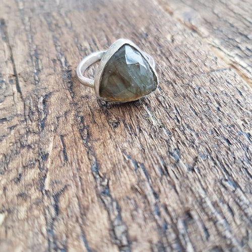 Trillion Labradorite Ring