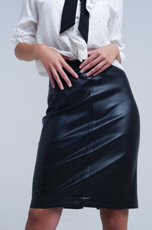 Oh so chic leather skirt