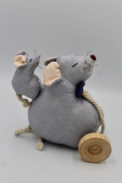 Papa Mouse & Baby/Pull-toy