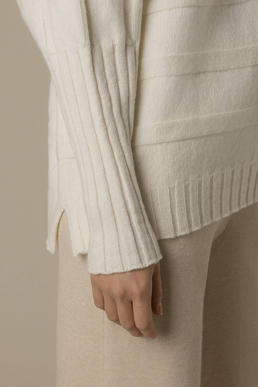 Super soft and warm cashmere wool blend sweater in off-white