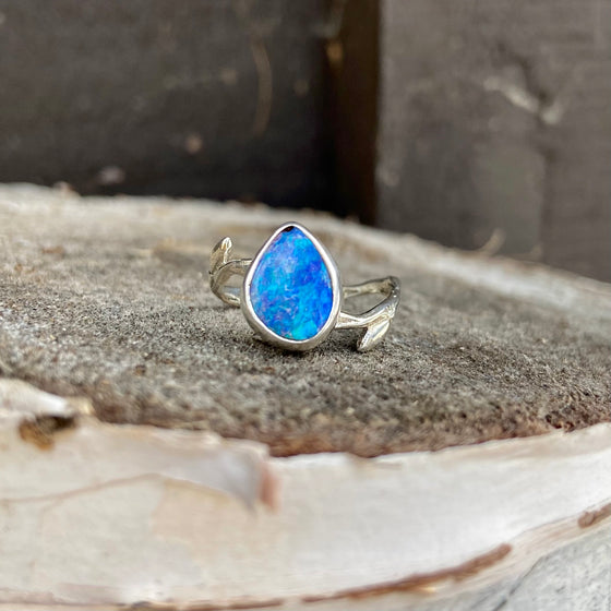 Deep Blue Fire Willow Flow Ring