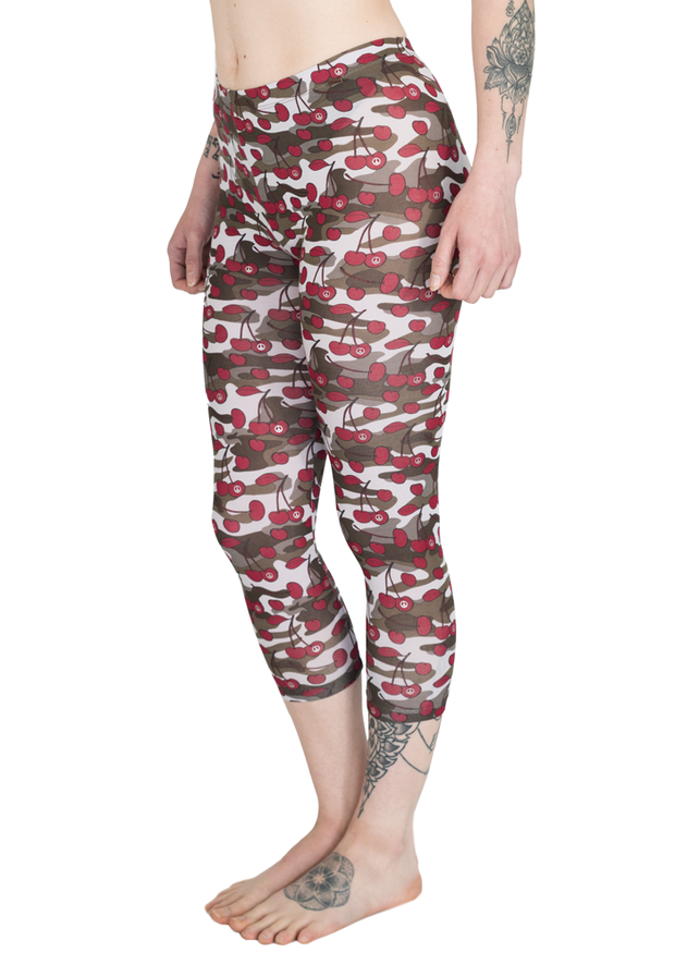 Carrot Banana Peach Capri XL / Cherry Camouflage Lightweight Yoga Cropped Pants