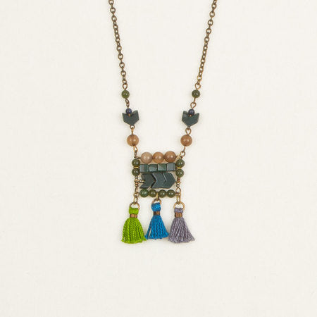 Stone & tassel necklace green