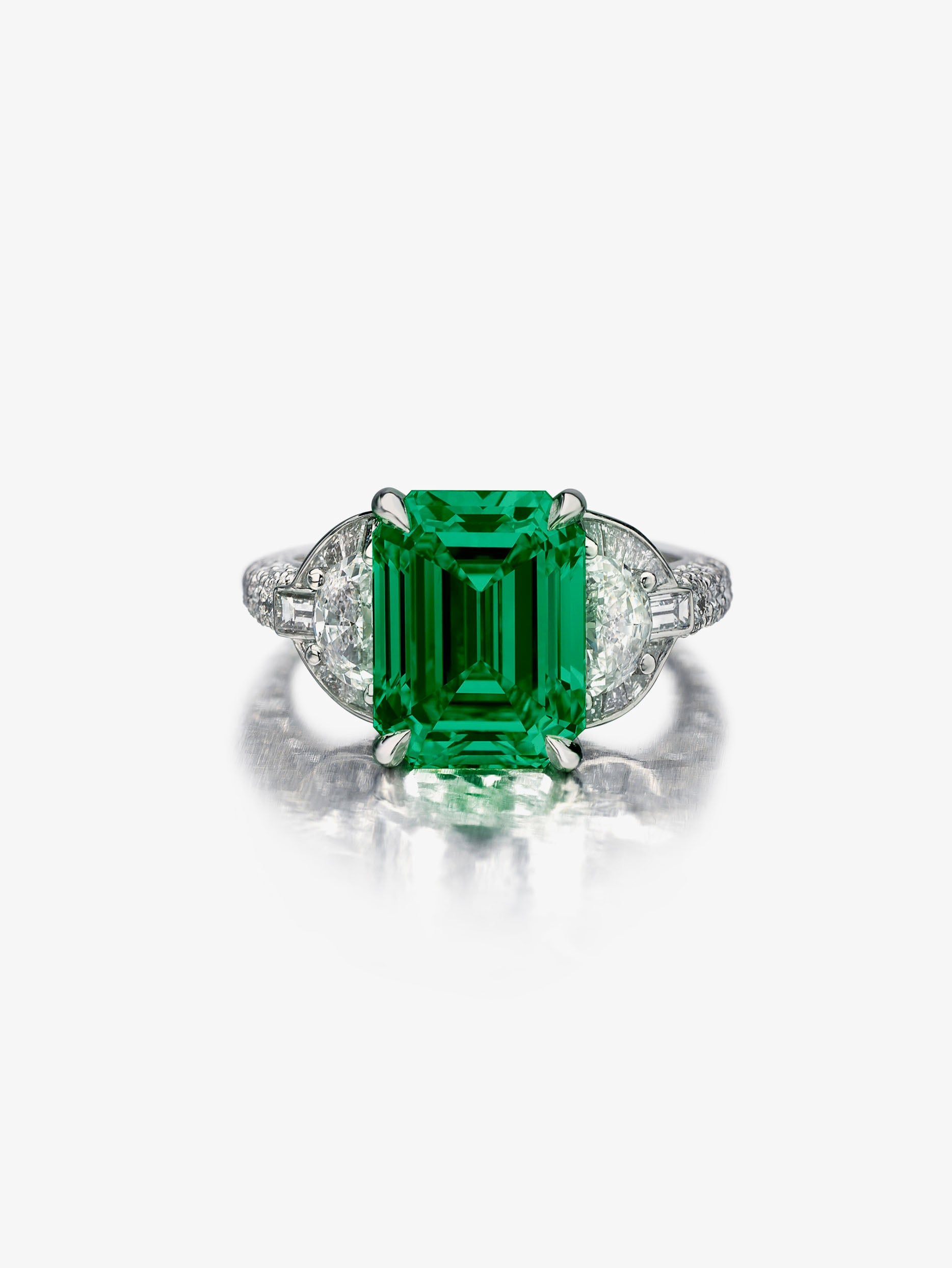Mezzaluna Emerald Ring