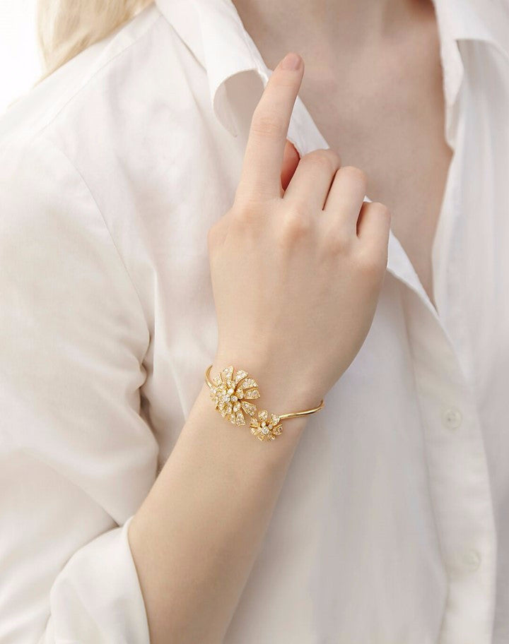 Double blossom aster bangle in yellow gold