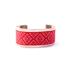 Alpaca bracelet with textile embroidery