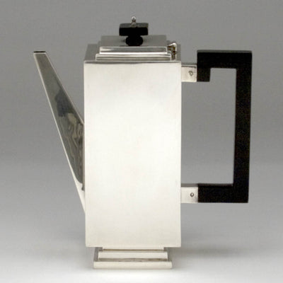 Coffee pot to Charles Boyton English Art Deco Sterling Silver Coffee Service on Tray, London, 1932/33, the tray 1935/36