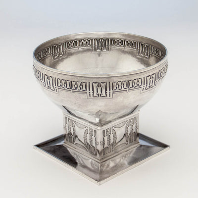 Angle view of Robert R. Jarvie Important Sterling Trophy, Chicago, 1913, design attributed to George Elmslie, awarded to Fyvie Baron, International Clydesdale Champion