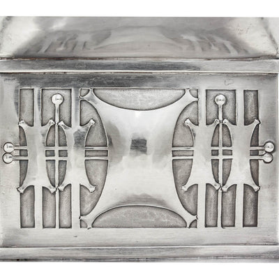 Base detail of Robert R. Jarvie Important Sterling Trophy, Chicago, 1913, design attributed to George Elmslie, awarded to Fyvie Baron, International Clydesdale Champion